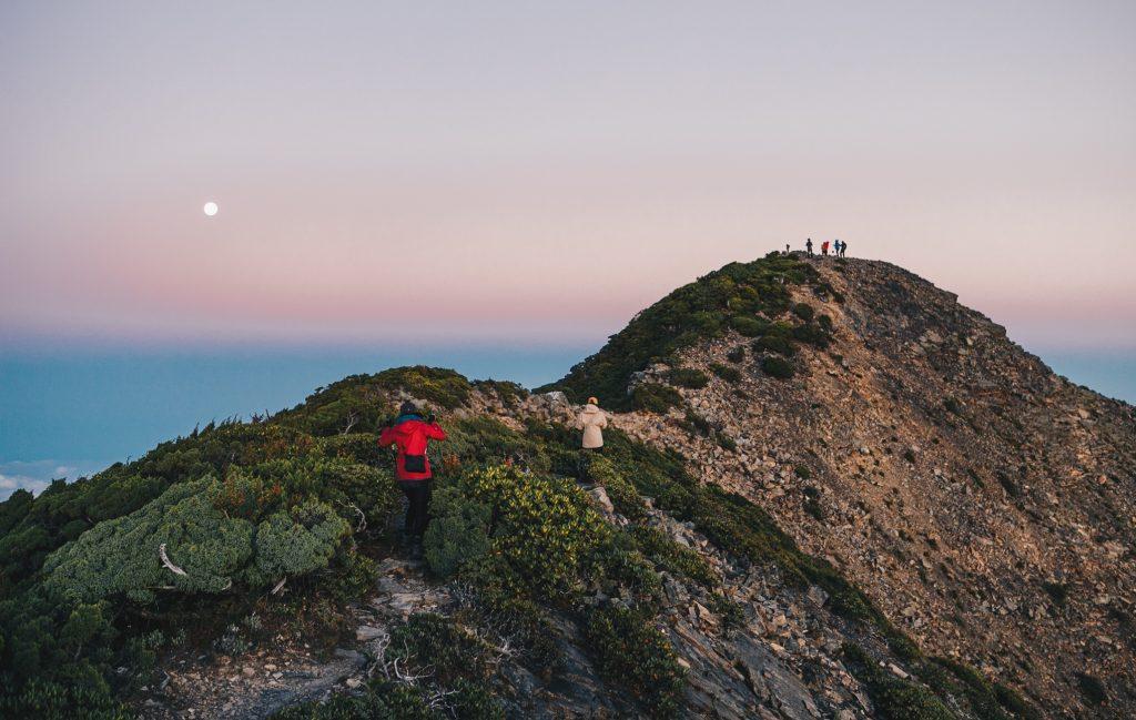 【書評】山之間。在山裡學習如何愛的詩篇