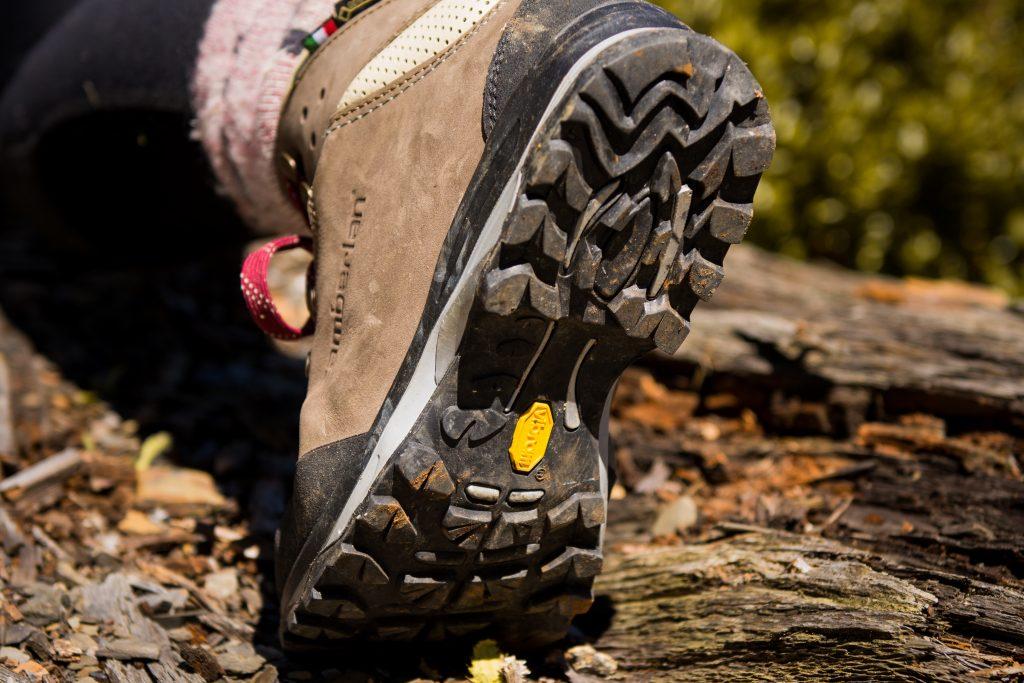 Vibram防水登山鞋