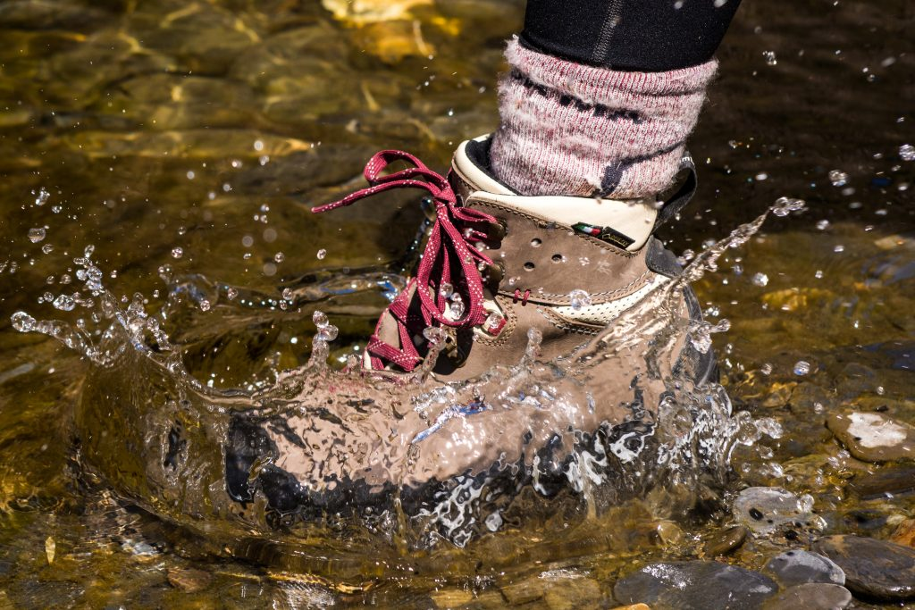 GORE-TEX防水登山鞋