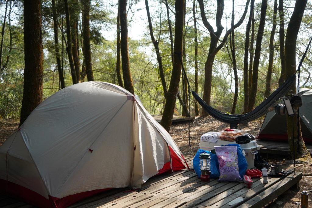顏氏牧場的早晨與露營帳篷