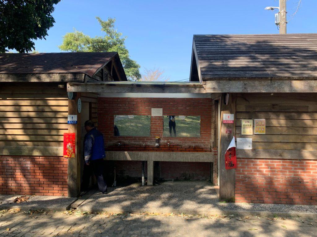 台中大坑2號步道登山口的公廁