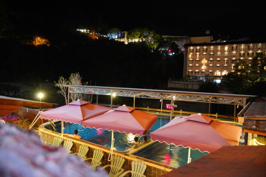 神木谷假期飯店的假期飯店的露天溫泉池
